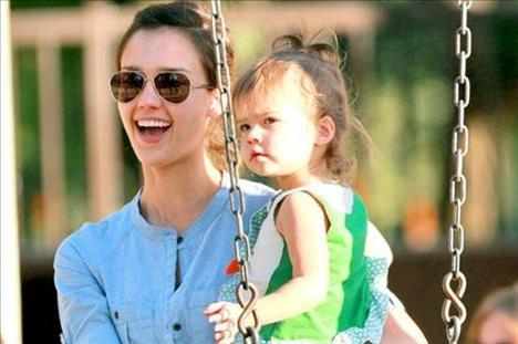 Jessica Alba ve bebeği