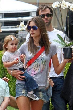 Alessandra Ambrosio ve bebeği