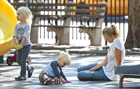 Naomi Watts ve bebekleri