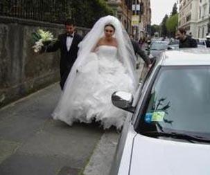 """""""ÇOK MUtLUYUM"""" DEMİŞTİ AMA...  Seren Serengil, 2006 yılında bir çok insanın hayalini süsleyen bir törenle evlendiğinde """"çok mutluyum"""" açıklamasını yapmıştı."""