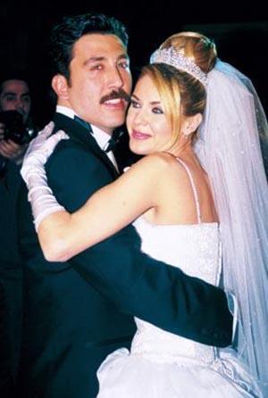 DURU İÇİN BİLE YÜRÜMEDİ   Emre Kınay ve Emine Ün evlendiklerinde en az onlar kadar sevinmişti hayranları da...