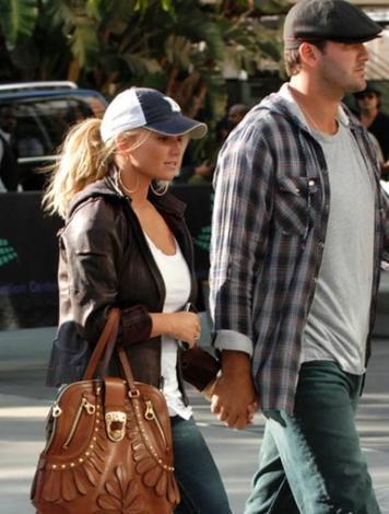 BEBEK İSTEYİNCE TERK EDİLDİ   Jessica Simpson ile Tony Romo da Hollywood'un dikkatleri üzerine çeken çiftlerinden biriydi.