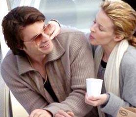 En zor gününde Minogue'un yanından hiç ayrılmadı Martinez. Ama, bu durum ilişkilerine zarar vermiş olacak ki ikili yollarını ayırdı.