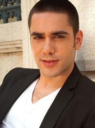 Mersinli bir ailenin oğlu olan Doğulu, 2000 yılında İstanbul'a taşındı.