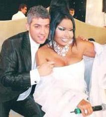 İkili fazla zaman geçirmeden evlendi. Armağan Uzun bir anda Türkiye'nin gündemine oturmuştu.