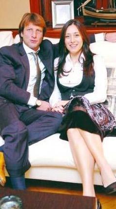 ZİNCİRLEME ŞÖHRET  İşte bir zincirleme şöhret vakası! Kaya Çilingiroğlu, Hülya Avşar'la aşk yaşayıp evlenince şöhret oldu.
