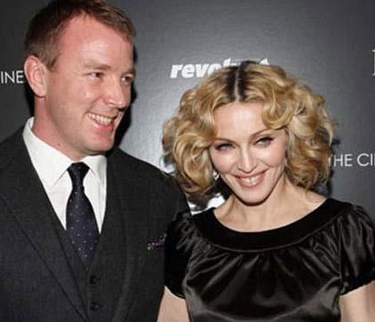 Belki Ritchie gibi yaratıcı ve yetenekli bir yönetmen nerede olursa olsun günün birinde hak ettiği değeri elde edecekti ama Madonna onun işini büyük ölçüde kolaylaştırdı.