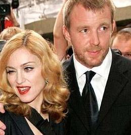 Ritchie şimdi dört bir yanı güzel kadınlarla çevrili yakışıklı bir bekar olarak hayatını sürdürüyor.