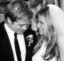 EVLENİNCE HERKES ÜZÜLDÜ  Jennifer Aniston oynadığı Friends dizisiyle ünlenmişti.. Ama ne zaman Brad Pitt'in kalbini çaldı işte o anda tüm dünyanın gözleri ona çevrildi..