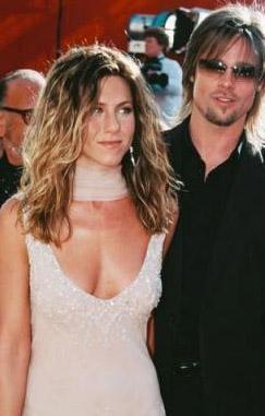Çift boşandı ama Aniston bu ilişkisiyle ikiye katladığı şöhretinin sağladıklarından sonuna kadar yararlanıyor.   (Hürriyet)