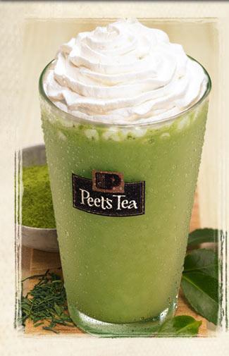 Matcha  Çay yapraklarının öğütülerek ince bir toz haline getirilmesiyle elde edilir.  Böylece sıcak su içine karıştırarak içebilirsin. Gerçek yaprakaları tüketmiş olacağın için, diğer yeşil çaylara göre daha fazla antioksidan alırsın.  Aroma: Güçlü ve otsu Yaratıcı ol:  Smoothie içine bir tatlı kaşığı ekleyebilirsin. Vanilyalı dondurma ya da bir parça bitter çikolata üzerine serpebilirsin.  Çayın güçlü tadı bu tatlı yiyeceklerle hoş bir zıtlık oluşturur.