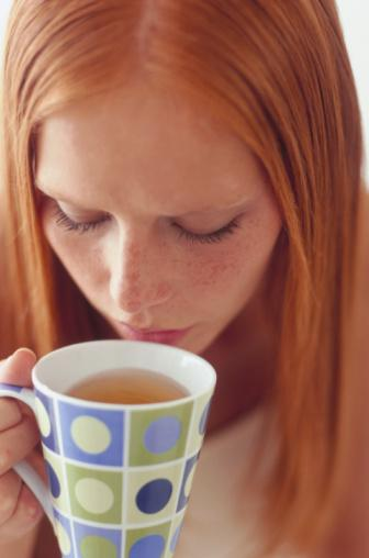 Yeşil çayın süper güçleri Beden sağlığı üzerine bilimsel olarak kanıtlanmış faydaları:   Felçten korur 2009 yılında yapılan bir araştırmaya göre, günde üç fincan yeşil çay içmek felç riskini yüzde 21 oranında azaltıyor.