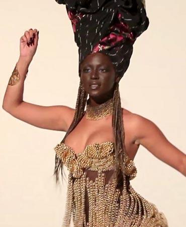 Ünlü şarkıcı Beyonce tanınmaz halde...