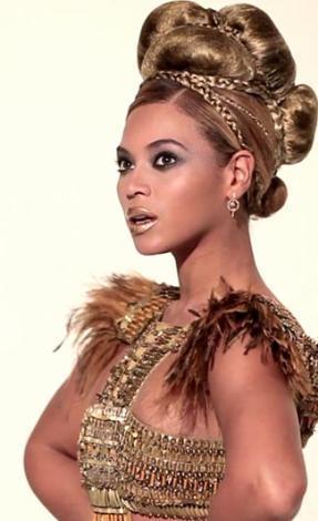 L'Officiel dergisi için objektif karşısına geçen Beyonce, Afrika kraliçesi oldu.