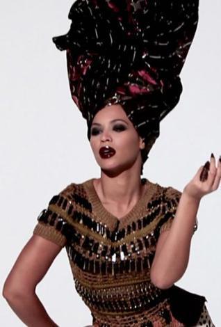Güzel şarkıcı Gucci, Azzedine Alaia, Fendi, Pucci, Chanel, Louis Vuitton, Rodarte, Dolce & Gabbana, Cartier ve Lanvin gibi tasarımcıların giysileriyle poz verdi.