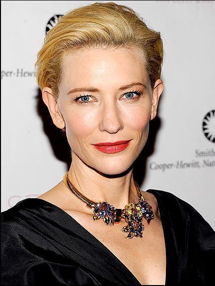 CATE BLANCHETT 2005 yılında en iyi yardımcı kadın oyuncu ödülünü kazanan Cate Blanchett, bu sene de eminiz ki cesur ve şık bir tuvaletle kırmızı halıda yürüyecek…