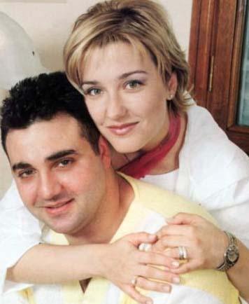 DÜĞÜN GÜNÜ ANNEM BENİ ZORLA YATAKTAN KALDIRDI  Çocukluk aşkıyla bir başka deyişle ilk aşkıyla evlenen ünlülerden biri de Berna Laçin.