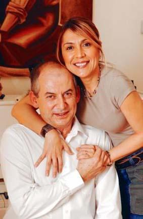 Dabak evlendiği avukat Ümit Birsel'e henüz 17 yaşındaşken aşık olmuş. Ama platonikmiş bu aşk.