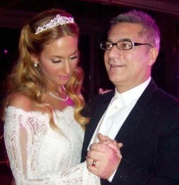 SEZİN DE ÇOCUKLUK AŞKIYLA EVLENDİ   Ünlü şovmen Mehmet Ali Erbil'in büyük kızı Sezin de çocukluk aşkıyla evlendi.