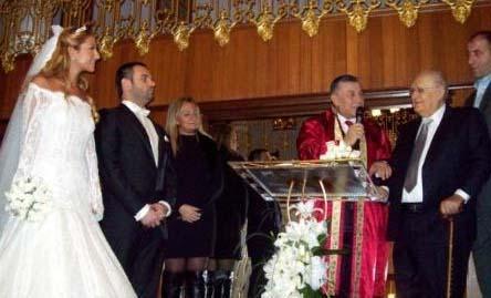 Çok sayıda davetlinin katıldığı düğün töreninde baba- kız Erbille zaman zaman sevinç gözyaşlarını tutamamışlardı