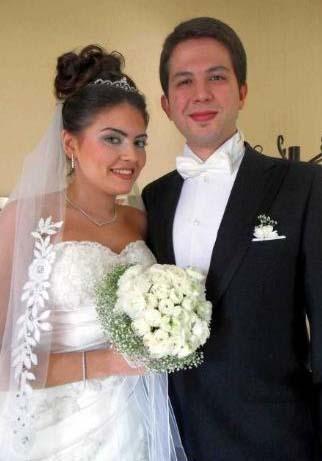 Çiftin nikahına çok sayıda davetli katıldı.