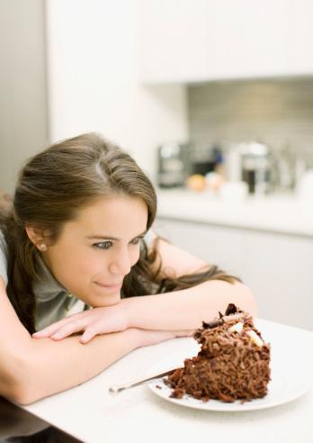 İştah:  Açıklaması oldukça zor bir kavramdır. Açlık veya doğuştan gelen bir yeme içgüdüsü iştahın bir yönüdür. Açlık veya iştah vücut kimyasallarının artmasından ortaya çıkmaktadır.