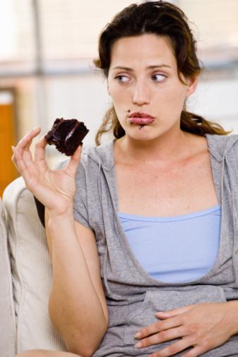 Tokluk:  Organizmanın doyma noktasına gelmesiyle besine ihtiyacın olmadığının işaretidir. Aslında yemeğe başlamamız daha çok öğrenilmiş bir olaydır. Yemeğin sonlandırılması ise hormonlarla sağlanır. Tokluk hissinde ise yemeğin içeriği önemlidir. Mesela protein içeriği fazla olan besinle tokluk hissini arttırır.  Açlık, tokluk sırasında salgılanan hormonlar insanların neden yemek yediği, bu hormonlarla ancak kısmen açıklanmıştır.   İnsanlar vücut ihtiyacı duyduğu için, psikolojik nedenlerle yemek yerler. Birçok hormon açlık ve tokluk hissi yaratmaktadır.