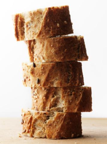 İştahı Azaltmak Ve Kontrol Altına Almak İçin Neler Yapabiliriz Ve Neler Yiyebiliriz?   •Bu nedenle daha çok kepekli ekmek, tam buğday ekmeği, kepekli makarna, bulgur pilavı, yulaf gibi kompleks karbonhidrat besinler tercih etmemiz gerekir.