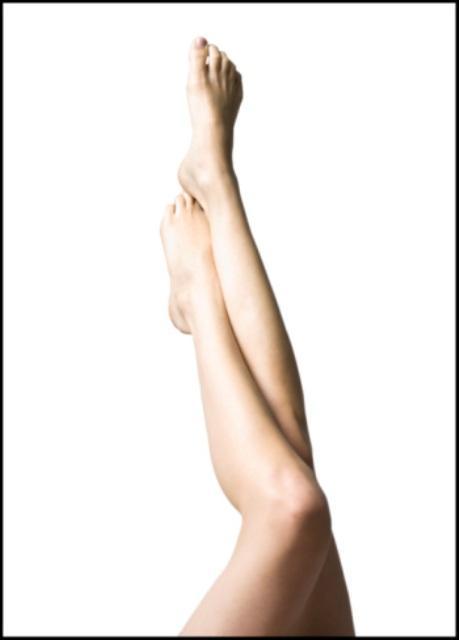 Hasta özellikle topuklu ayakkabı giydiğinde daha net olarak şikâyet eder bu sorunundan. Çünkü o kaslar topuklu ayakkabı giyildiğinde daha çok kaslı dolayısıyla şiş durur. Gastakinemus denilen bu ikili kaslara uygulanacak düşük doz botox ile ince bir siluet kazandırılabilir bacağa. Görüldüğü gibi estetik hep ayrıntılarıyla bir bütündür. Kalın bacağınızdan şikâyet etmeden önce öncelikle yağ dokunuz azalmalı arkasından hala baldırınızın kalınlığından şikâyet devam ediyorsa o kaslarda bir incelme botoxla sağlanabilir. Tüm etkiler yine 120 ile 180 gün içerisinde geçecektir.