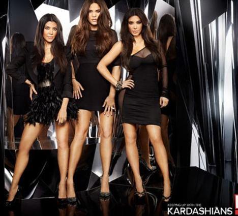 Ama bundan en iyi şekilde yararlanmayı biliyorlar.. Kardashian kardeşlerin bu kadar ilgi görmesi TV yapımcılarının da dikkatini çekti.
