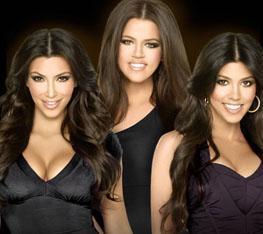 Ufak tefek Kourtney Kardashian ve uzun boylu iri yapılı Khloe Kardashian da gösteri dünyasının parlak yıldızlarındandı artık...