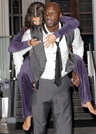 Sonra da basketbol yıldızı Lamar Odom ile ilişkisiyle..