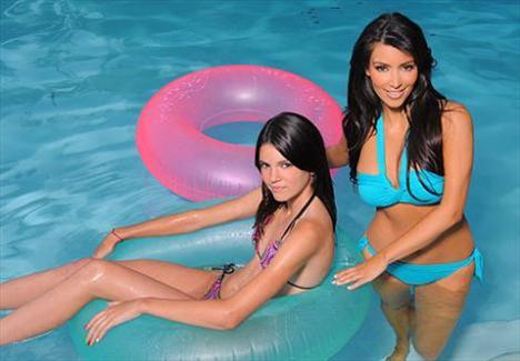 Kardashian kardeşlerin annesi Kris Jenner'ın Bruce Jenner ile evliliğinden dünyaya gelen kızları da büyüyük serpildikçe medyanın ilgisini çekmeye başladı.