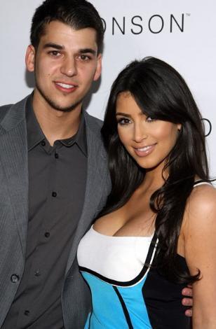 Kardashian ailesinin şimdilik en geri planda kalan üyesi genç erkek kardeş Robert.   Ama belli olmaz o da kısa zamanda ablalarının şöhretini yakalayabilir hatta onları geride bile bırakabilir.