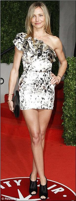 Partinin en çok dikkat çeken isimleri mini kokteyl elbiseleri içinde göz kamaştıran Taylor Swift ve Cameron Diaz'dı.