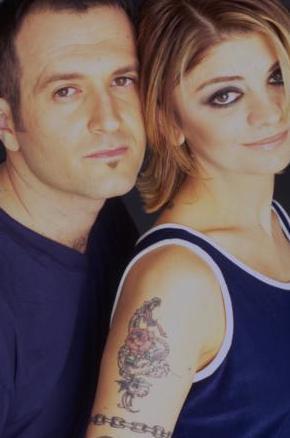 İkili ilk kez 1987 Eurovision Şarkı Yarışması Türkiye Finali'nde Melih Kibar'ın bestesi Paydos ile katılarak ikinci oldu.
