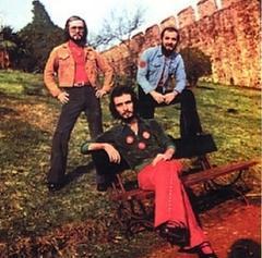 Daha sonra sırayla Trio İstanbul, Oğuzlar, Alizeler, ve Biraderler isimlerini kullandılar..