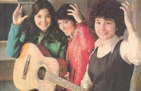 Bengü, Kıvırcık ve Canım Çekti gibi albümler çıkardı. Çeşitli sinema filmlerinde oynadı.