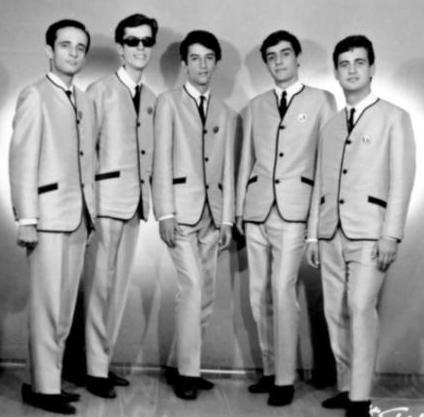 İlk kez 1964 yılında sahneye çıktılar ve bir anda gençliğin kalbini fethettiler.