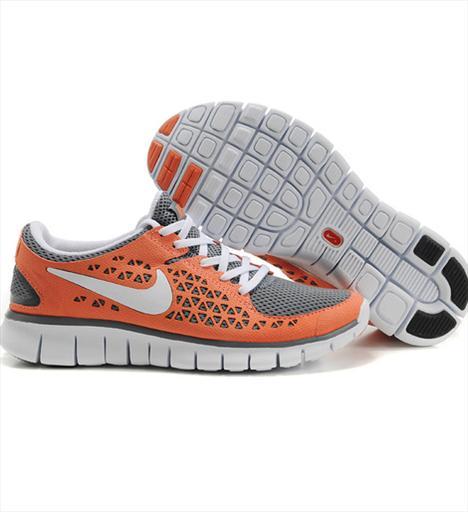 Koşu Nike Free Run + Son derece esnek yapısıyla ayağın özgürce hareket etmesine olanak veriyor. Nike + özelliğine sahip. 165 TL