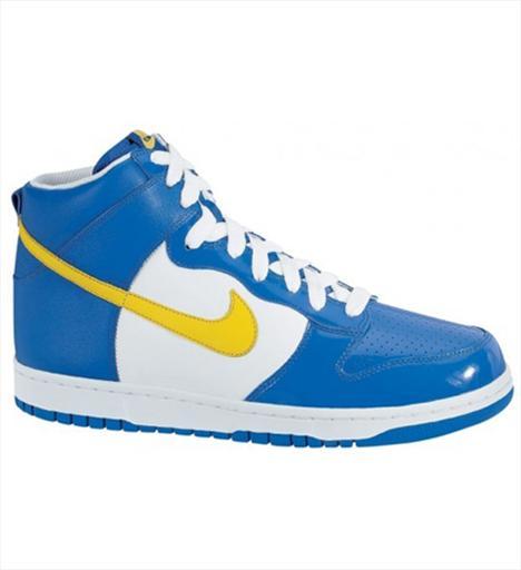 Günlük 1- Nike Dunk High 1985'te Amerika'daki yedi üniversitenin basketbol takımlarının renklerini alan Dunk ayakkabılar günümüzde birbirinden farklı renk ve dizaynları ile ayakları süslüyor. 185 TL.