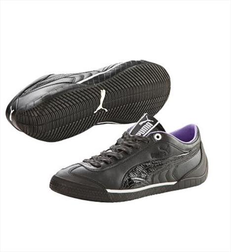 Günlük 2- Puma 2,9 Womens Lux Motor sporları stilindeki gümüş-siyah deri ayakkabının tabanında lastik dişlisi deseni kullanılmış. 154 TL.