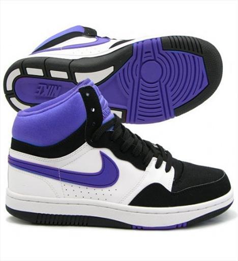 Günlük 6- Nike Court Force High 1987'nin klasik basketbol ayakkabısı günümüze ince, şık, eğlenceli detaylarla (gümüş rengi puantiyelerle bezeli turkuaz süet kaplama, elektrik sarısı Nike Swoosh logosu ve bağcıklar) geri geliyor. EVA tabanı ve yastıklı bilekliği rahat bir kullanım sunuyor. 185 TL.