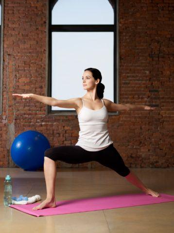 İpucu 1: EGZERSİZ   Formda ve sağlıklı kalmak için uzun soğuk kış aylarında neden evde egzersiz yapmayasınız?  Evinizde yapabileceğiniz egzersiz türlerine bir bakın. Bir film izlerken ağırlık kaldırabilir mekik çekebilir ya da bacak kaldırma hareketi yapabilirsiniz. Ya da bir fitness DVD'si alabilirsiniz, piyasada çok iyi yoga ve aerobic CD'leri mevcut. Para harcamak istemiyorsanız İnternet'ten de online fitness derslerini izleyebilirsiniz.