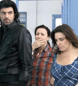 Çocukluğundan beri hep oyuncu olmak isteyen Esra Dermancıoğlu, bu hayalini gerçekleştirmek için uzun bir süre beklemek zorunda kalmış.