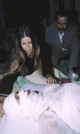 """Mezun olduktan sonra Zeki Alasya'nın yönettiği """"Ada'da Bir Sonbahar"""" adlı TV filminde oynadı."""