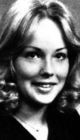 30'LARIN ORTALARINA KADAR BEKLEDİ  Bugün sadece Hollywood'un değil dünyanın en güzel kadınlarından biri Stone.