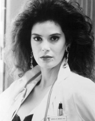 TAM ÇARESİZLİKTEN PES ETMİŞTİ Kİ...   Umutsuz Ev Kadınları dizisinin yıldızlarından Teri Hatcher ise şöhneti 40 yaşından sonra buldu.
