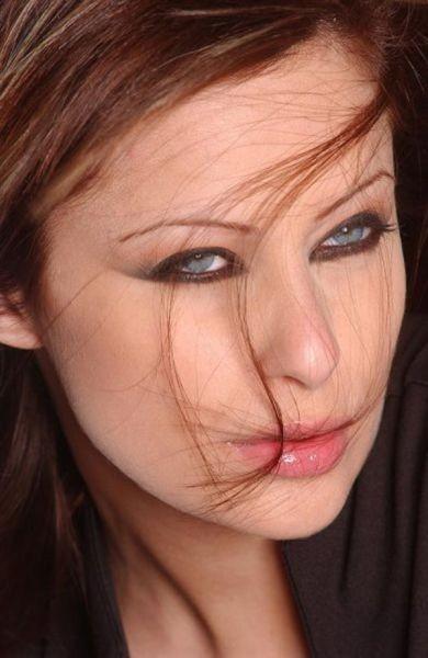 Arap ülkelerinin sahne ve televizyon yıldızları arasında en güzel 50 kadın belirlendi.  Listenin belirlenmesinde: popülerlik, yetenek, cazibe, stil ve güzellik dikkate alınırken özellikle google'de en çok aranan isimler ayrı puanlar aldı.  Listenin 50 numarasında Lübnanlı TV sunucusu Marielle Beainy Tanios var.