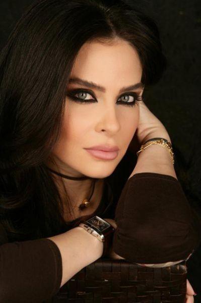 32. Nadine Aghnatios, televizyoncu,  Lübnan
